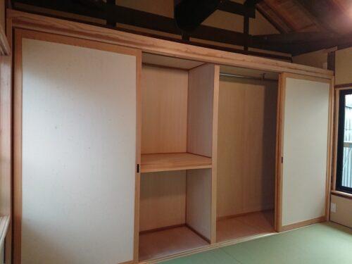 2階収納庫 寝具・衣類など二間幅収納庫、上部の小屋部分はロフトとして活用できます。