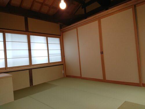 2階南北に窓が設置 風通しが良く、障子越しの明かりが落ち着きます。(内装)