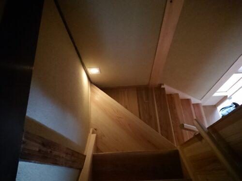 階段勾配に配慮、昇り降りに安心感があります。(内装)