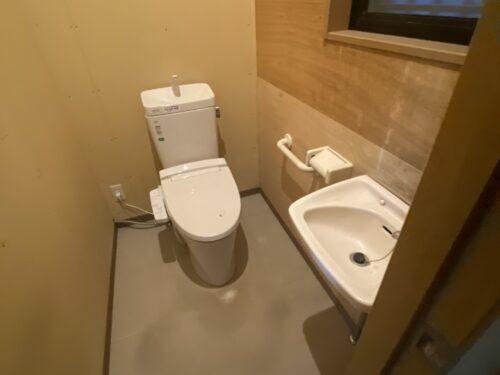 温水洗浄機能付きトイレ(内装)