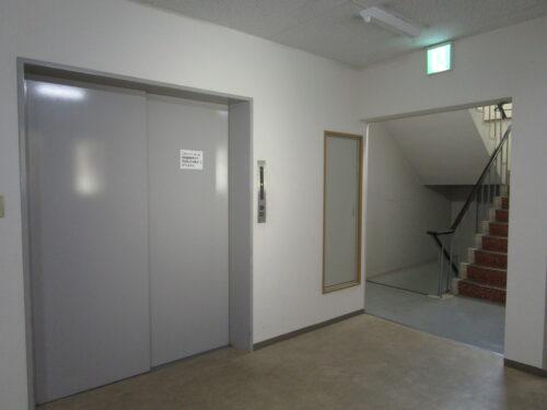 荷物運搬用エレベーター(内装)